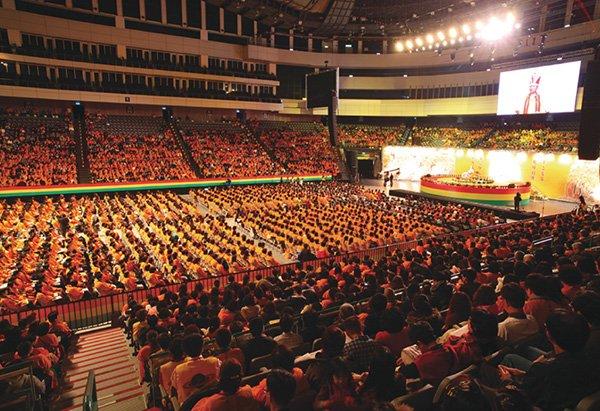 大法會當天現場聚集許多出家、在家的修行人與貴賓、有緣大德,聆聽 悟覺妙天師父的開示。