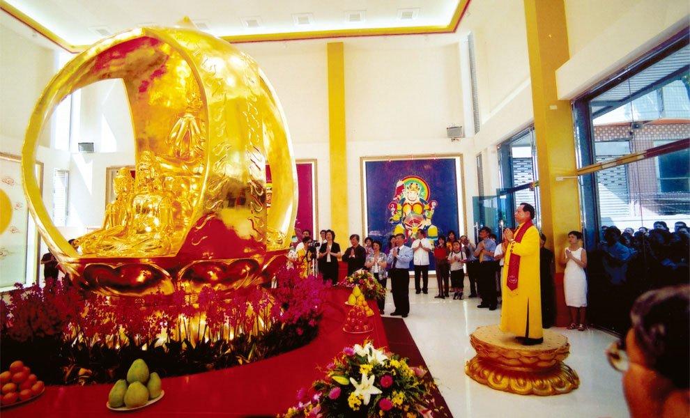 2002年‧九二一地震滿三年,悟覺妙天禪師於南投埔里成立大梵寺,撫慰災民受創心靈。