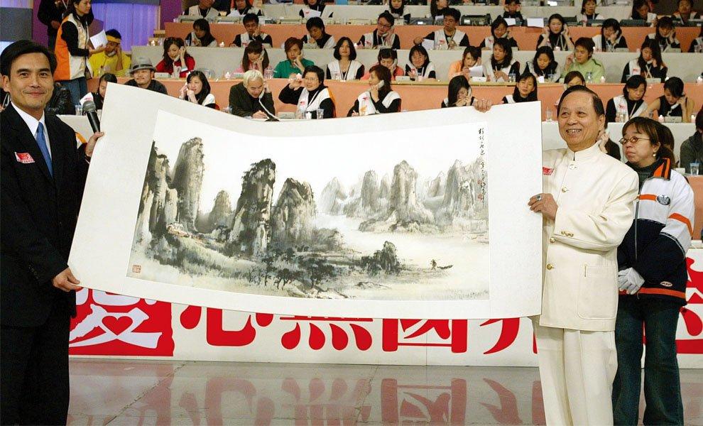 2005年‧悟覺妙天禪師響應南亞海嘯賑災,參與「愛心無國界‧送愛到南亞」義賣活動。