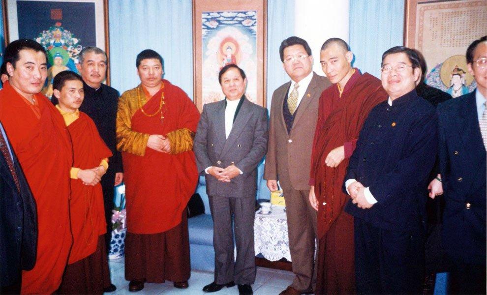 2003年‧龍稱法王偕同多位喇嘛前來拜會