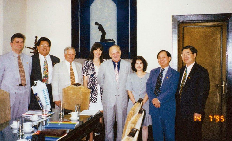 1995年‧與羅馬尼亞官方接觸,藉此弘揚印心佛法