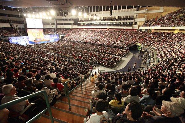 印心佛法禪修見證發表會現場兩萬多人與會,小巨蛋座無虛席
