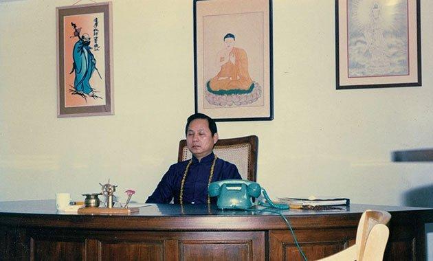 弘法初期,妙天禪師承租一間小公寓,設立紫薇禪室,開始開堂弘法。